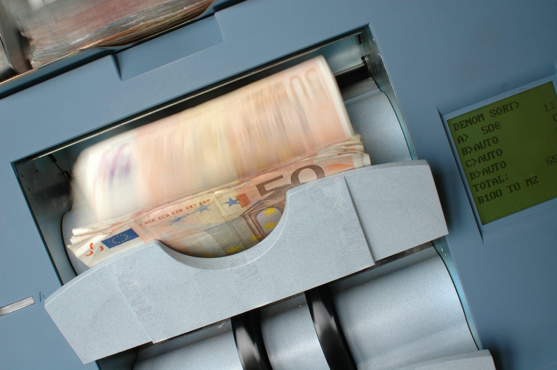 Парични заеми в брой – какво да знаем за тях?